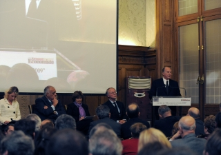 "Mawlana Hazar Imam addressing the audience before receiving Le Nouvel Economiste's ""Prix de l'Entrepreneur philanthropique de l'année 2009 - Philanthropic Entrepreneur of the Year 2009 Award""."