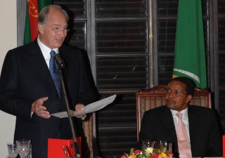 Mawlana Hazar Imam speaks at the State Dinner held in his honour in the presence of His Excellency Jakaya Mrisho Kikwete, President of Tanzania.