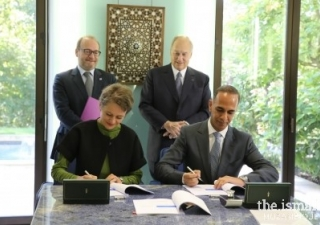The French Development Agency and AKDN signing an agreement for USD$58 million to finance the construction of the Aga Khan Academy Maputo in the presence of His Highness the Aga Khan and Rémy Rioux, Director-General of the French Development Agency (AFD).