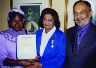 Presentation of the 'Bachelor of Humanities' degree by Eddah Gachukia of Kenyatta University, together with Zul Abdul, President of the Ismaili Council for Kenya