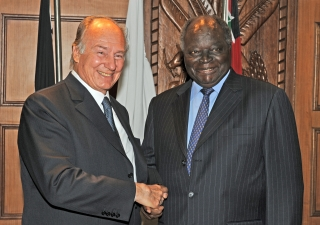 Mawlana Hazar Imam with His Excellency, President Mwai Kibaki of Kenya at Harambee House in Nairobi.
