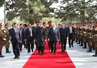 Mawlana Hazar Imam meets with His Excellency President Hamid Karzai in Kabul and receives a state welcome, including a guard of honour.