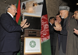 Mawlana Hazar Imam and President Karzai unveil a plaque commemorating the restoration of the mausoleum of Timur Shah.