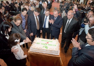 Princess Zahra with the Vice Speaker of the Kyrgyz Parliament, Asiya Sasykbaeva, and a student of the Aga Khan School in Osh cutting a 10th Anniversary cake for the school in the presence of Kyrgyz government and Osh civic officials.