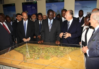 Mawlana Hazar Imam, Prime Minister Odinga, Prince Hussain, and other dignitaries discuss the model of the soon to be restored Nairobi City Park.