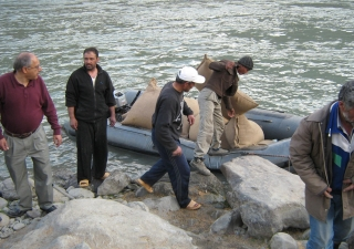 Nashir Karmali (left) with the FOCUS team crossing food aid into Afghanistan.