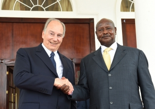 Mawlana Hazar Imam and President Museveni meet at the State House in Entebbe, Uganda. AKDN / Zahur Ramji