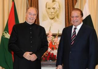 Mawlana Hazar Imam with Pakistani Prime Minister Nawaz Sharif at the Prime Minister's residence.