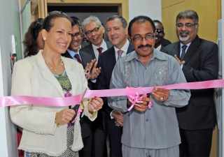 Princess Zahra and Dr Seif Seleman Rashid, Tanzania's Minister for Health and Social Welfare, launch the new Oncology Programme at the Aga Khan Hospital, Dar es Salaam.
