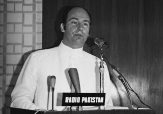 Mawlana Hazar Imam delivering the Presidential Address at the International Seerat Conference, Karachi, Pakistan, March 12, 1976