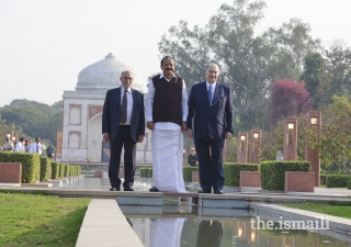 Mawlana Hazar Imam, Vice-President of India Shri M. Venkaiah Naidu, and Lieutenant Governor of Delhi Shri Anil Baijal, pose for a photograph at the Sunder Nursery.