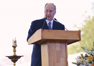 Mawlana Hazar Imam addresses the audience gathered for the inauguration of the Sunder Nursery, part of the Nizamuddin Urban Renewal Initiative.