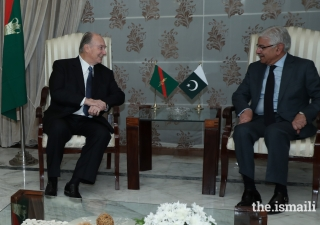 Mawlana Hazar Imam in discussion with Pakistan's Minister of Foreign Affairs Mr. Khawaja Asif upon his arrival at Nur Khan Air Base, Islamabad