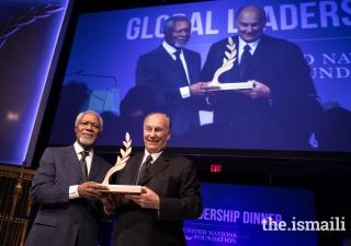 Kofi Annan, former UN Secretary-General, presents the Champion for Global Change Award to Mawlana Hazar Imam