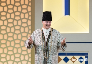 Mawlana Hazar Imam shares a light moment with the Jamat during the Diamond Jubilee Darbar in London.