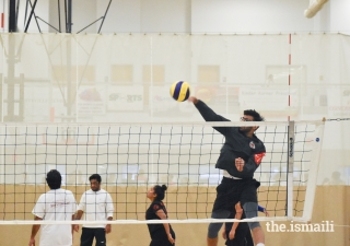 Sameer Samani warming up as he gets a perfect set to SPIKE!