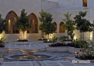 The main courtyard at the Ismaili Centre Dubai features an intricate geometric arrangement of water channels which, along with the flower beds and trees, evoke the natural environment within a built-up area.