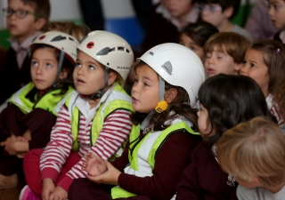 Students at Queen Elizabeth School in Lisbon watch the FOCUS ShakeOut presentation. JOSÉ CARIA