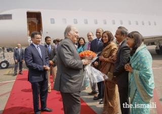 Mukhi Saheb and Mukhiani Saheba of Darkhana Jamatkhana Asif and Shahina Merchant, along with Kamadia Saheb and Kamadiani Saheba Nadirshah and Shelina Govani welcome Mawlana Hazar Imam to Mumbai.
