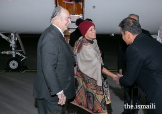 Mawlana Hazar Imam is greeted by Ameerally Kassim-Lakha, President of the Ismaili Council for Canada, ahead of the Global Pluralism Awards 2019.