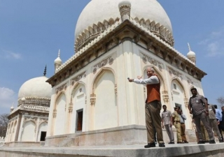 US Ambassador unveils refurbished tombs