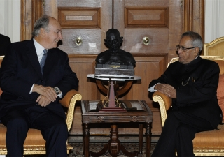 The President of India, Shri Pranab Mukherjee, pictured with Mawlana Hazar Imam in September 2013, is expected to confer the Padma Vibhushan. AKDN / Gary Otte