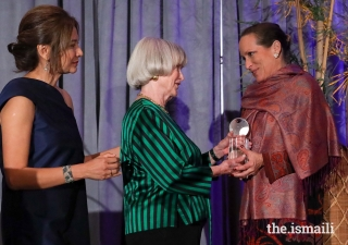 Princess Zahra is presented with the Huffington Award by Nancy C. Allen, Honorary Co-Chair and Asia Society Center Board Member, and Bonna Kol, President of the Asia Society Texas Center.
