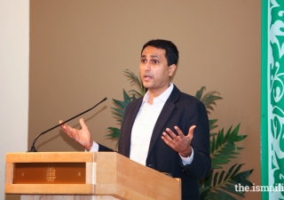 Dr. Eboo Patel delivers a thought-provoking lecture to the audience.