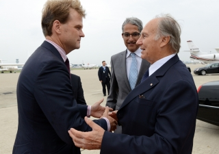 Mawlana Hazar Imam is greeted by Minister Chris Alexander and President Malik Talib upon his arrival in Toronto. Zahur Ramji