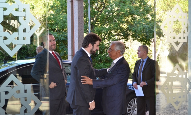 Minister of Education Tiago Brandão Rodrigues is welcomed by AKDN Representative Nazim Ahmad at the Ismaili Centre Lisbon ahead of the opening session of the conference. Alnoor Jethá